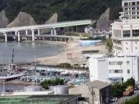 Вид на пляж Катсууры, мы там купались вечером...