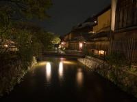 Вечером в районе Гийон, Киото, Япония.