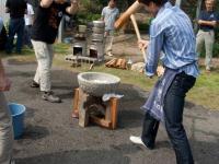 Церемония Мочитсуки, приготовление рисовых пирожков.